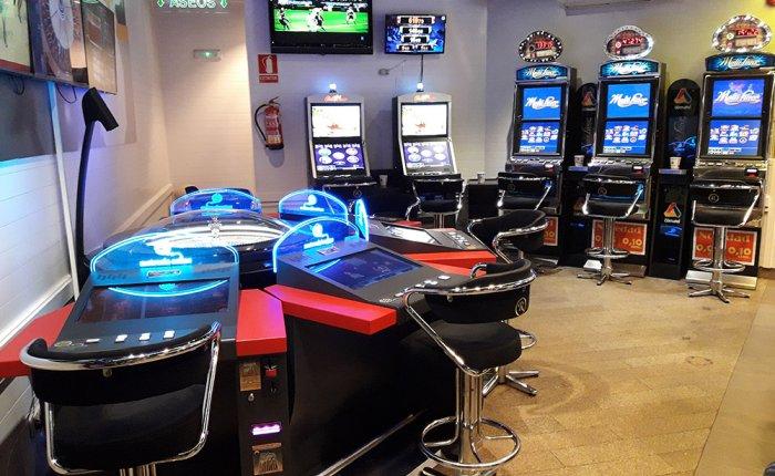 Bingo Royal Coruña Comar, Sala de máquinas de juego