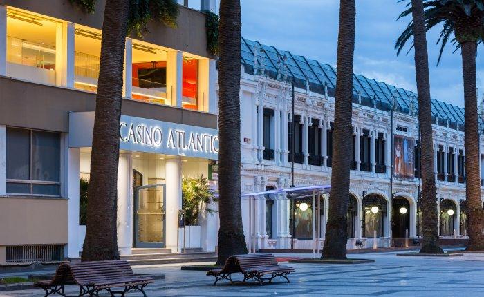 Casino Atlántico Comar, Exterior Edificio