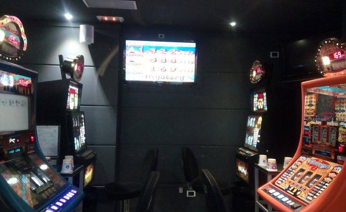 Bingo Ronda Coruña Comar, Sala de máquinas de juego