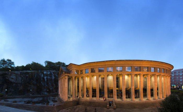 Palacio de la Ópera Comar, Exteriores