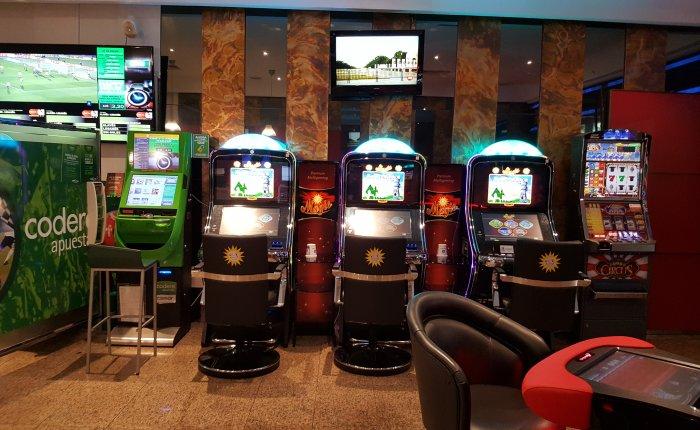 Bingo Pontevedra Comar, Máquinas de juego