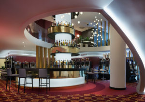 Casino El Embajador Comar, Bar