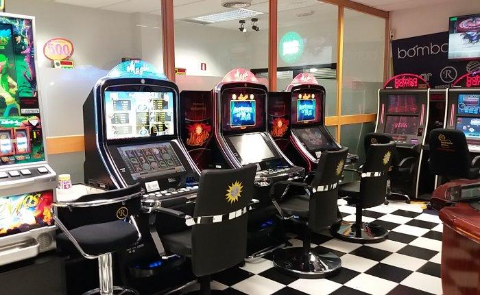 Royal Ferrol Comar, Sala de máquinas de juego