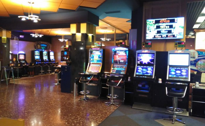 Royal Vigo Comar, Sala de máquinas de juego